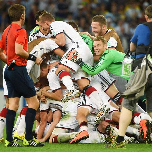 Germany'splayers celebrate after winning the final football match between Germany and Argentina for the FIFA World Cup at The Maracana Stadium in Rio de Janeiro on July 13, 2014.
