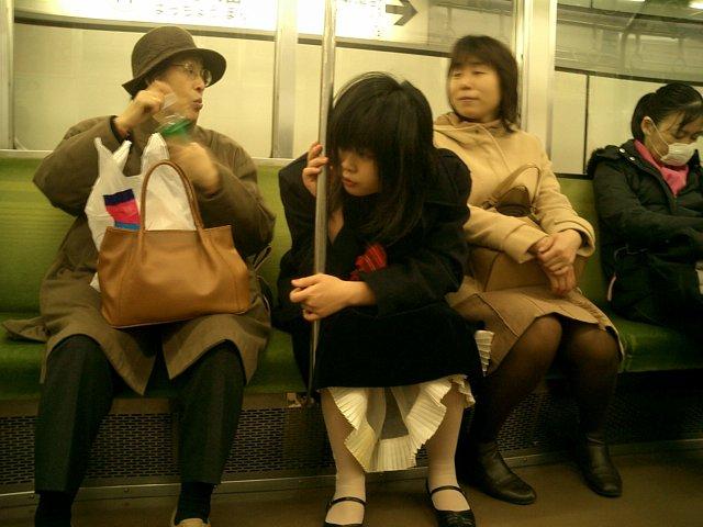 японцы в транспорте видео ловил это