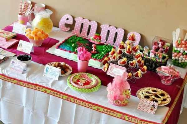 Decorando la mesa para la fiesta tematica para niños