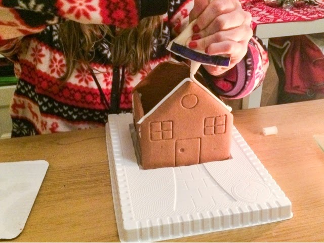 how-to-build-a-gingerbread-house