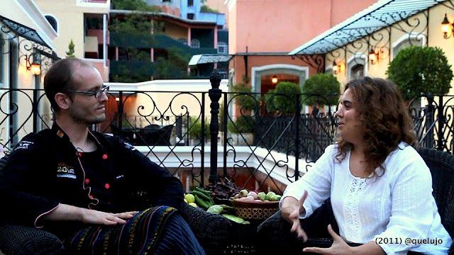Chef Mauricio Navarro y Luz Divina Merchán (Quelujo.es) en un momento de la Video Entrevista