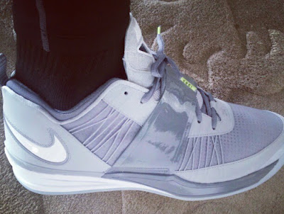 lbj misc 2012 12 zoom revis 1 King James Shows Off Nike Zoom Revis in Cool Grey