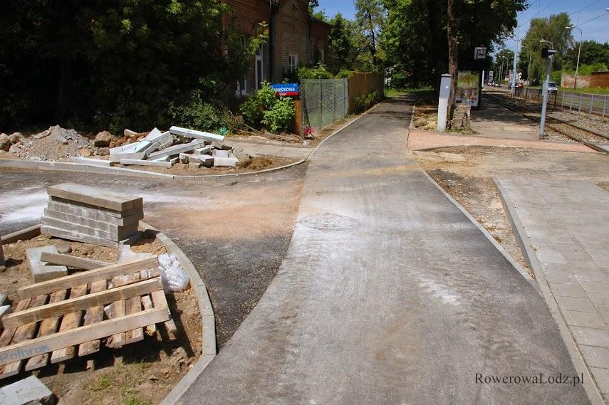 Dojazd do budowanej rowerówki z ul. Czereśniowej. ZDiT zlecił wykonanie po naszym wniosku.