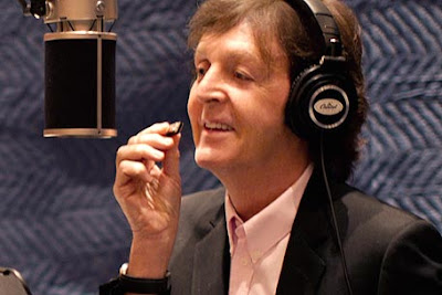 Paul McCartney sings 'My Valentine' with Hollywood helpers