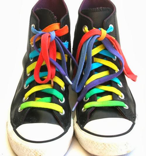 inspiração: arco-íris - tênis cadarço colorido