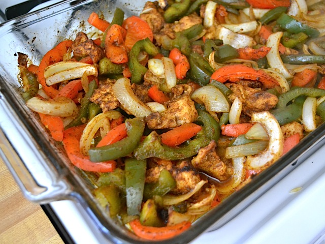 Using the oven to bake these oven fajitas makes them almost effortless, but still mouth-wateringly delicious. BudgetBytes.com roast fajitas