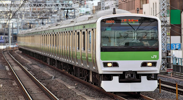 Tàu hỏa E231-500 Yamanote Line trong thực tế