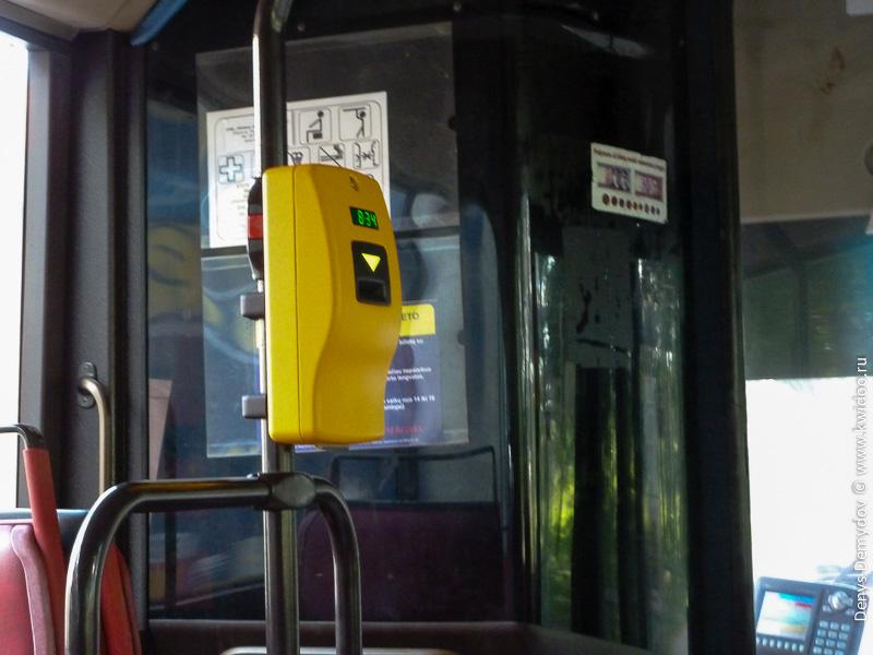 Компостер в троллейбусе. Почти везде - нового образца, пробивающие даты.