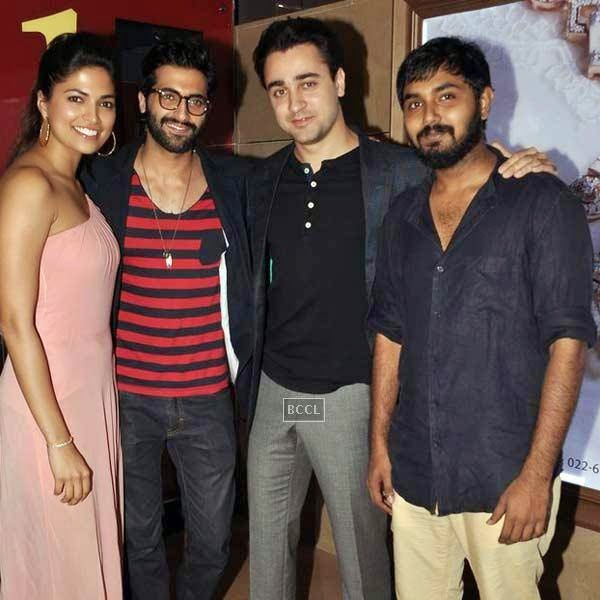 Imran Khan poses with Pizza cast during its premiere at PVR in Mumbai, on July 17, 2014.(Pic: Viral Bhayani)