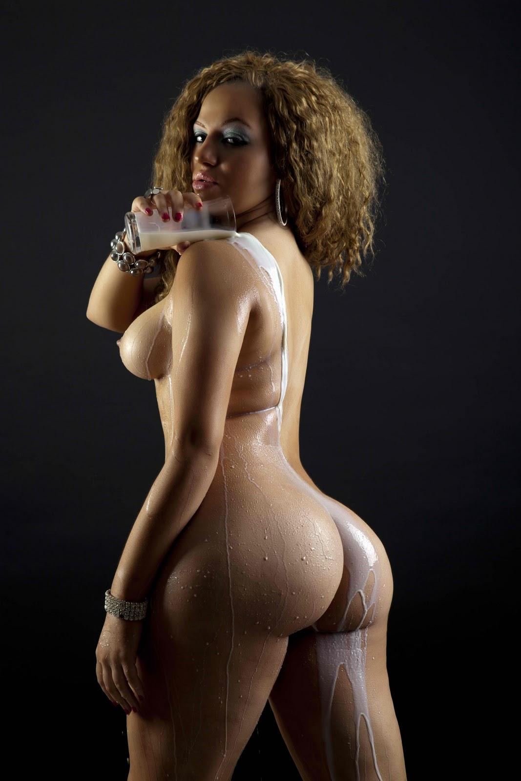 Naked big booty models