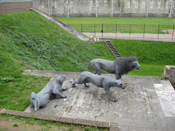 lion wire sculptures, Tower of London