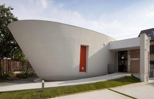 Đầu ngôi nhà nhìn giống như chiếc thuyền