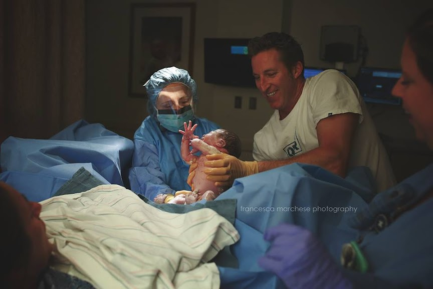 10 Emotional Photos of Dads Helping Their Wives Give Birth