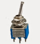 Toggle switch ON-OFF-ON, διακόπτης toggle ON-OFF-ON