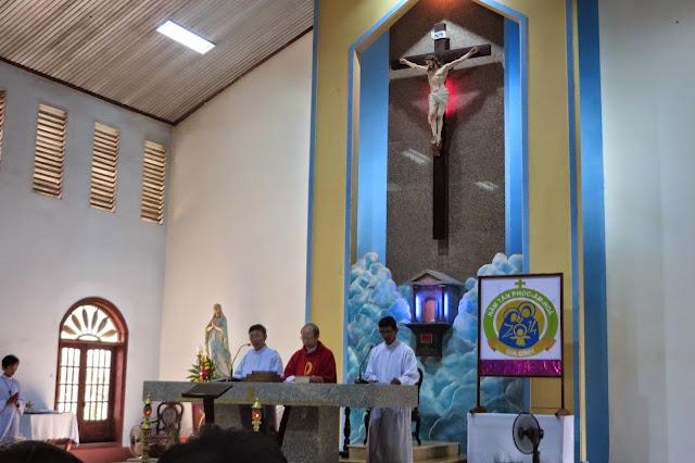 Hình ảnh Thánh lễ tưởng niệm Chúa chịu chết và Đi đàng Thánh Giá tại Giáo Xứ