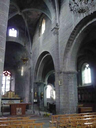 L'intérieur de l'église de Chanteuges