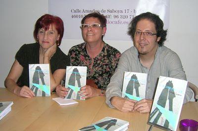 """Presentación del libro de relatos """"Discordancias"""", de Elena Casero. En Bibliocafé el 25 nov 2011"""