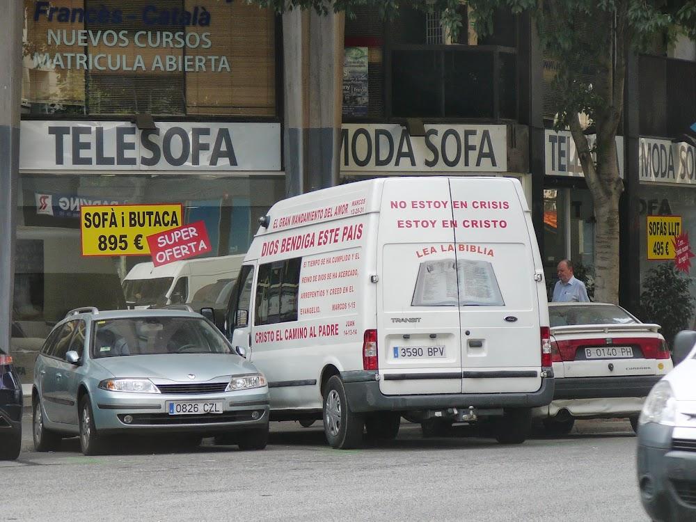 Furgoneta con combustible espiritual, c / Sepúlveda, Barcelona.