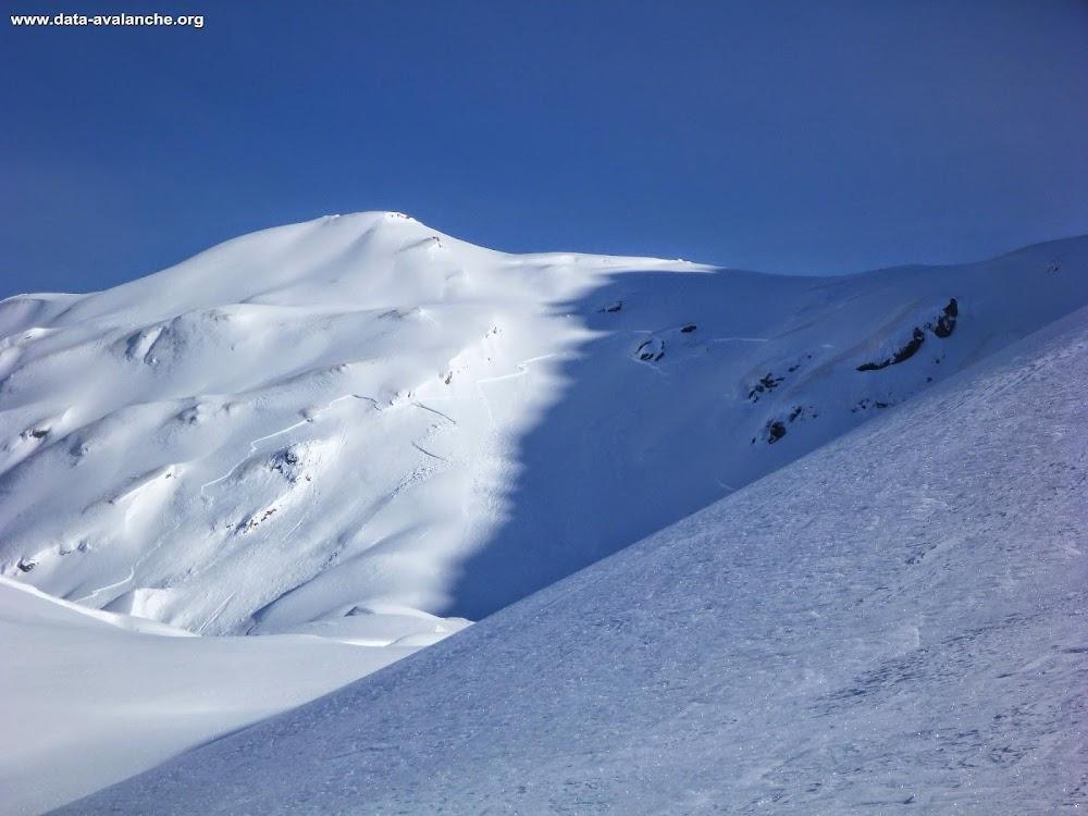 Avalanche Mercantour, secteur Mont Bégo, Côté ouest de la Baisse de Fontanalba (2574) exactement sur l'itinéraire d'été. - Photo 1