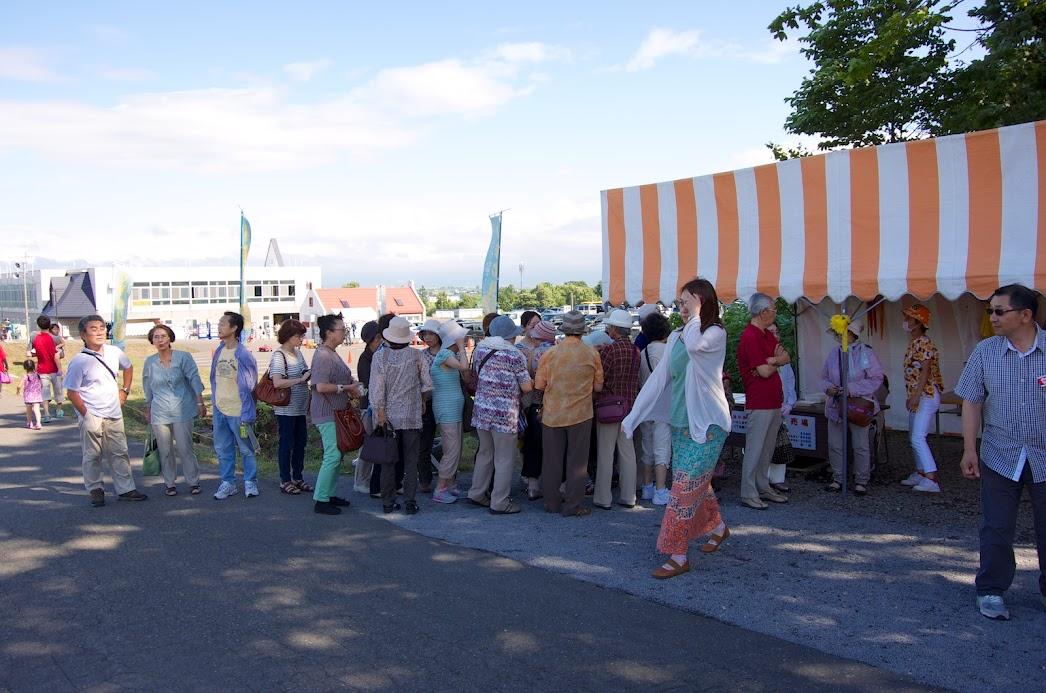 大人気の遊覧車「ひまわり号」
