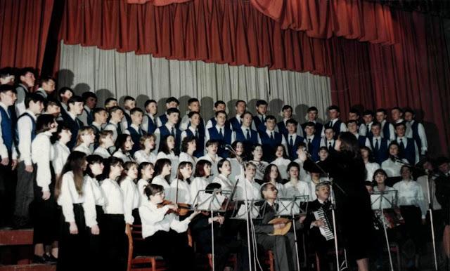 1971 рік. Змішаний хор Отинійського ТУ. Керівник Лиско Б.П.