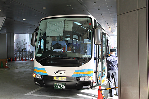 JR四国バス「観音寺エクスプレス」 三ノ宮BT改札中