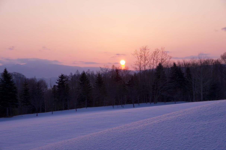 オレンジ色に輝く朝陽