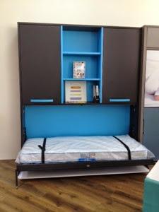 cama abatible con mesa de estudio abierta