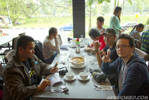 makan time di rain tree cafe