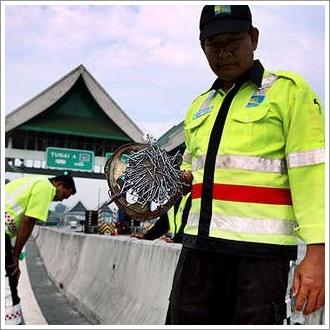 Peronda Jambatan Pulau Pinang kutip paku