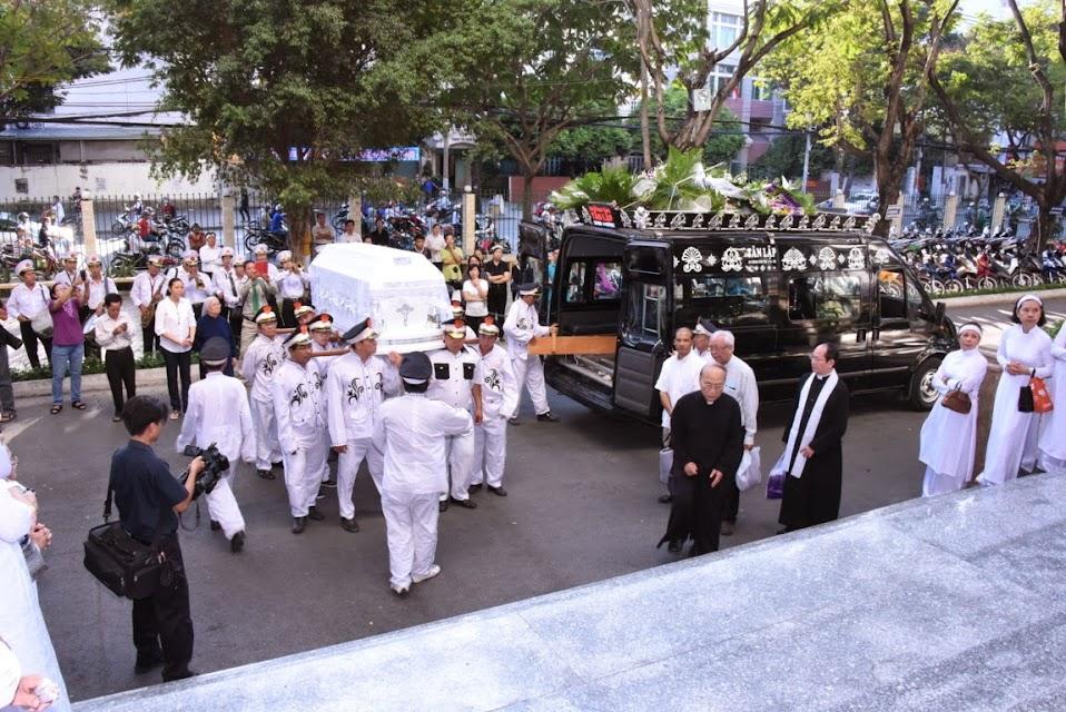 Lễ an táng cha cố nicôla Đinh Quang Điện