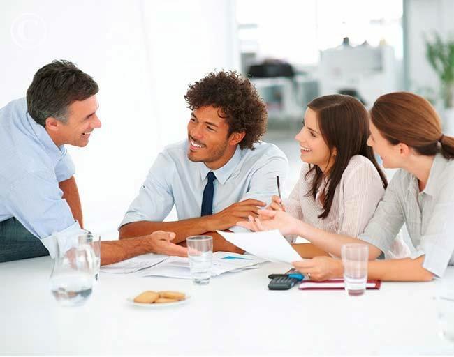 colleagues working together Cách thức giúp bạn giải quyết vấn đề hiệu quả nhanh chóng nhất