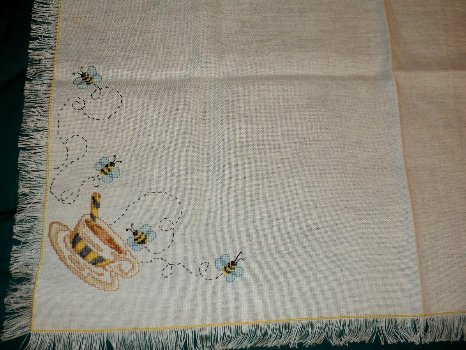 Creando ricamando tovaglietta punto croce fantasia api - Disegni punto croce per tovaglie da tavola ...