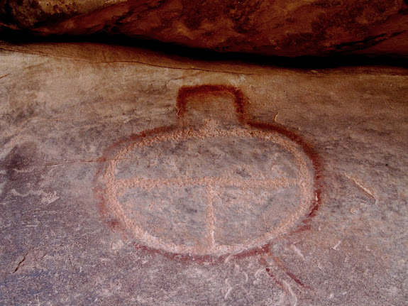 Petroglyph/pictograph mix
