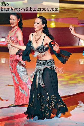 陳煒早前在籌款活動《歡樂滿東華》內穿上超性感舞衣跳肚皮舞,引來一時佳話。