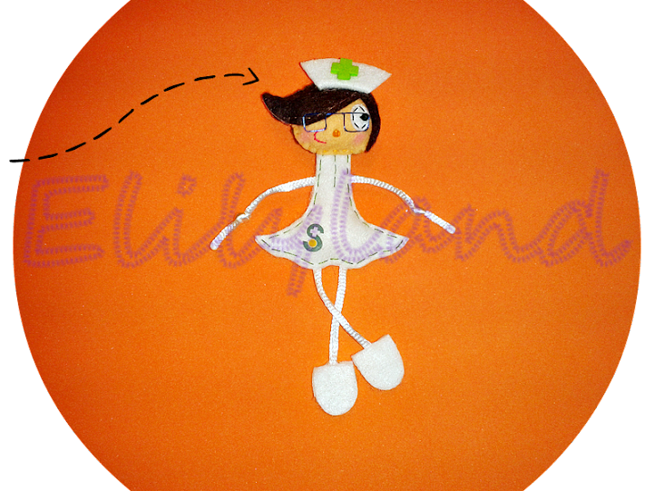 Mini-Elily Muñeca Fieltro Broche Profesiones Enfermera Sescam