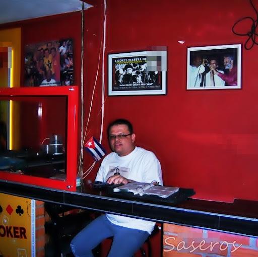Carlos Calderon Photo 33
