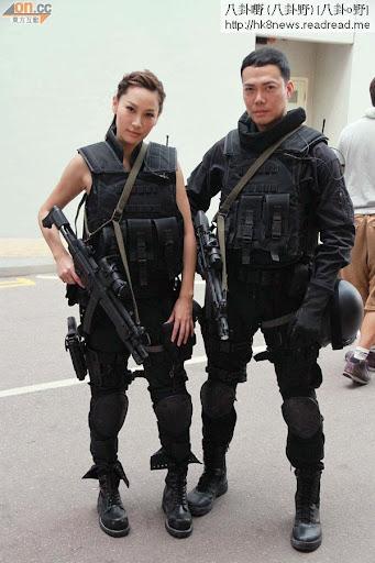 謝天華與徐子珊在新片中合作,兩人穿上整套裝備拍巡禮。新劇《神槍狙擊2013》巡禮