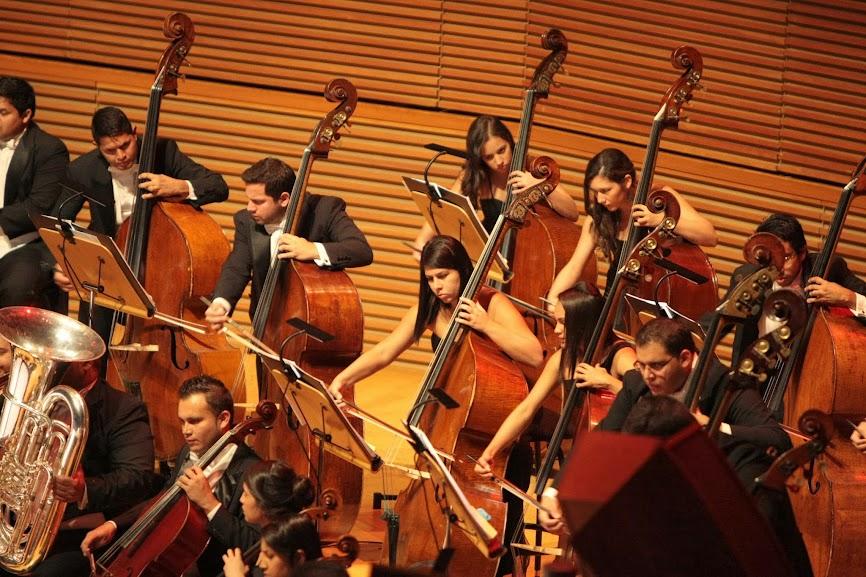 El concierto de la OSSBV inició con la Obertura fantasía Hamlet, Op. 67, de Pyotr Ilych Tchaikovsky. Este es el aporte musical que el compositor ruso hizo a una de las tragedias más influyentes de la literatura inglesa