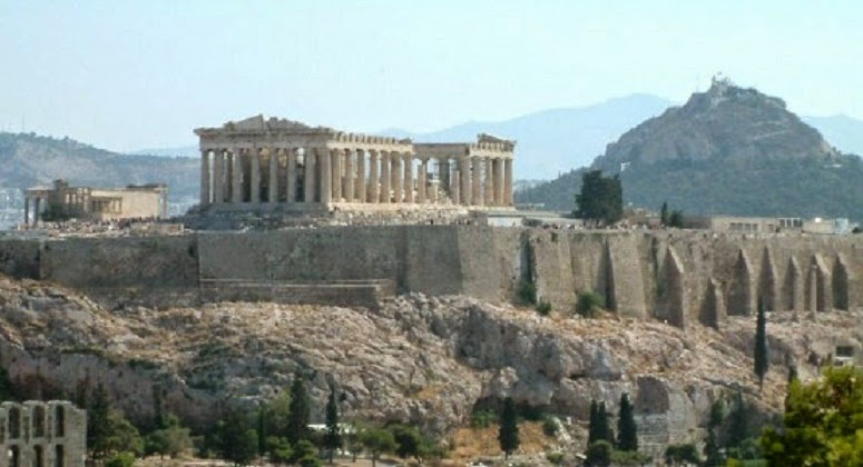 Heritage: Two Russians arrested for damaging Acropolis wall