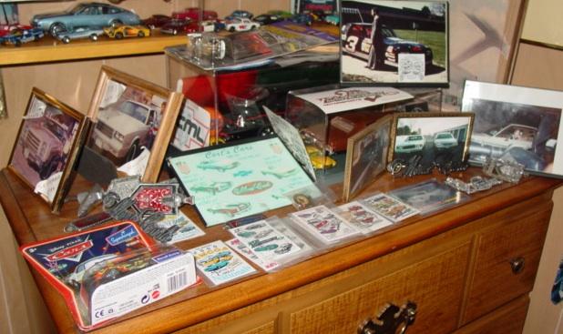 My dealer promo models & display cases ModelCars_DisplayShelf_dresser_ROUGH