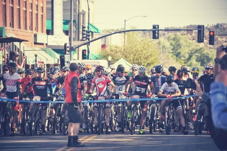 The start line. Everyone was looking at Sauser (the guy in the stripy jersey on the right).