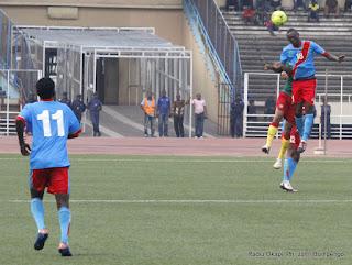 Les Léopards juniors de la RDC (bleu) contre les Lions Juniors du Cameroun (vert)  le 6/10/2012 au stade des martyrs à Kinshasa, score: 4-1. Radio Okapi/ Ph. John Bompengo