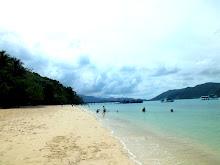 ชายหาดขาวยาวใหญ่ที่เกาเหลายา