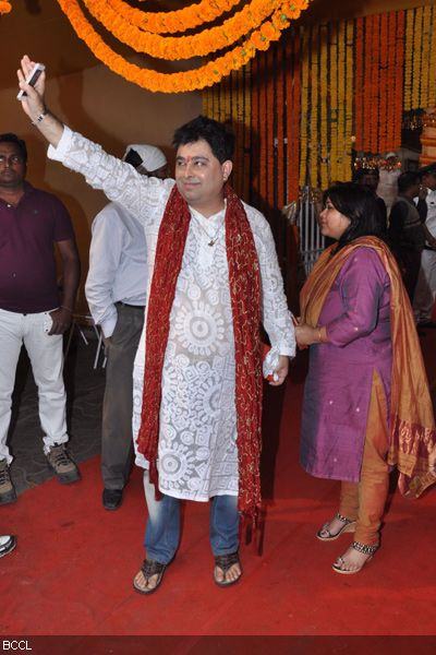 Singer Jeet Ganguly with wife during the wedding ceremony of Koel Mallick and Nispal Singh Rane, held at Rashbehari Gurdwara in Kolkata.