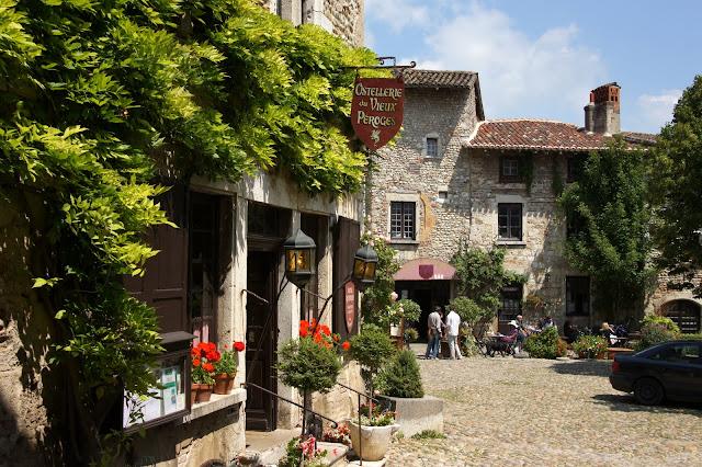 Самые красивые деревни Франции- Pérouges, Rhone-Alpes