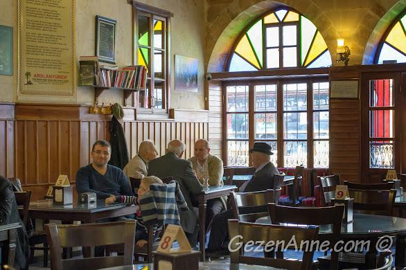 Tahmis Kahvesi'nde oturan müdavimler, Gaziantep