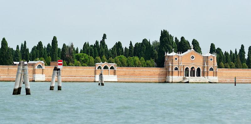 muuri vedessä