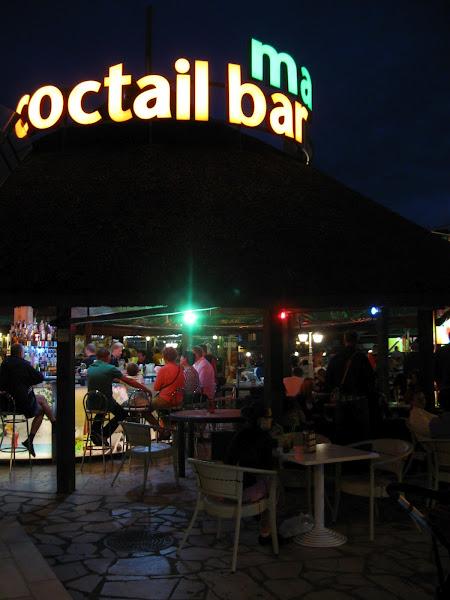 wieczór spędzony na drinkowaniu na mieście
