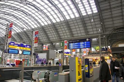 フランクフルト中央駅の掲示板